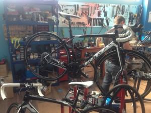 Preparando bicicletas de alquiler Foto 1
